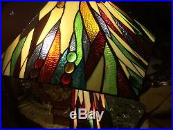 LARGE MODERN TIFFANY STYLE TABLE LAMP WITH LIT STAINED GLASS BASE 42cm Sq